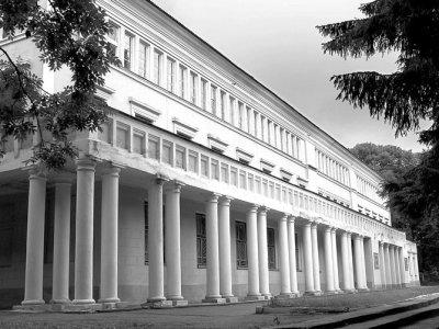 Будинок Червоної Армії (нині — Будинок офіцерів). Фото 2009 року
