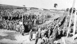 Табір радянських військовополонених (фото зроблено у м.Рівне, 1941 р.)