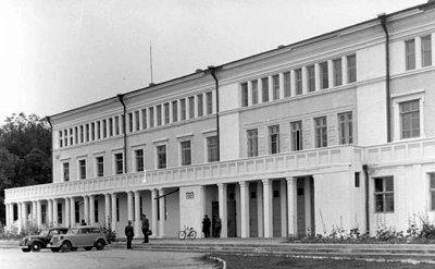 Гебітскомісаріат під час німецько-фашистської окупації був розташований у Будинку Червоної Армії. Фото 1942 року