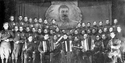 Аматорський хор військовослужбовців на сцені Будинку Червоної Армії міста Новограда-Волинського. Фото 1947 року