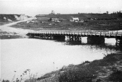 Тимчасовий міст через річку Случ в районі вул. Щорса. Фото 1940-х років