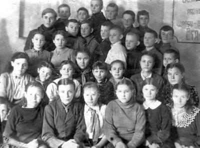 Учні 3-го класу школи № 4. Фото 1945 року