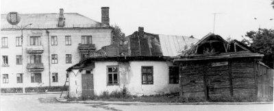 Житловий будинок на перетині вулиць К.Маркса (нині — Соборності) та вул. Куйбишева (нині — Івана Мамайчука). Фото 1980-х років
