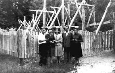 Атракціон «Гойдалки» у міському Парку культури і відпочинку. Фото кінця 1950-х років