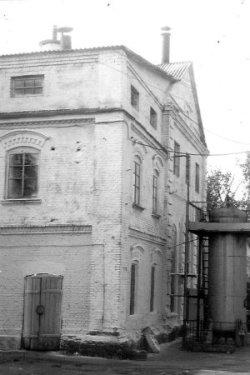 Головний і найстаріший корпус пивоварного заводу. Фото 1980-х років