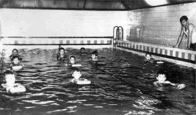 Плавальний басейн «Золота рибка». Фото поч. 1970-х років