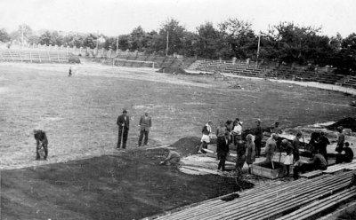 Шефська допомога школярів міста на будівництві стадіону «Авангард». 1966-1967 роки