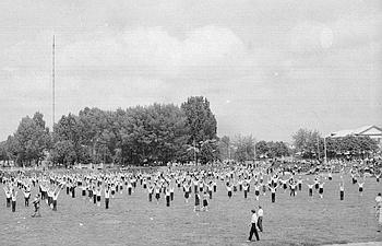 Вид телевізійної щогли з боку стадіону. Фото II пол. 1960-х років