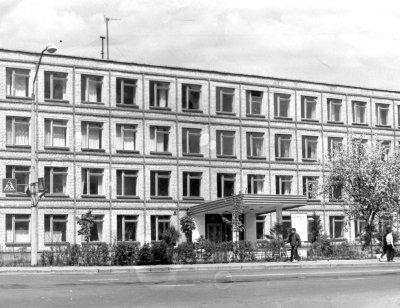 Головний навчальний корпус машинобудівного технікуму. Фото 1980-х років
