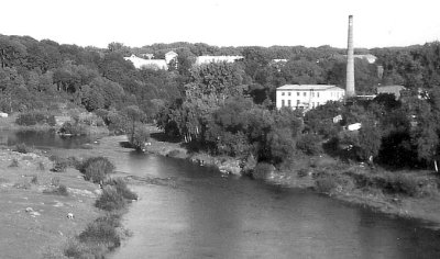 Вид на консервний завод з фортеці. Фото поч. 2000-х років