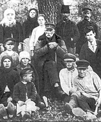 Гамченко Сергій Спиридонович (у центрі), (1859–1934)