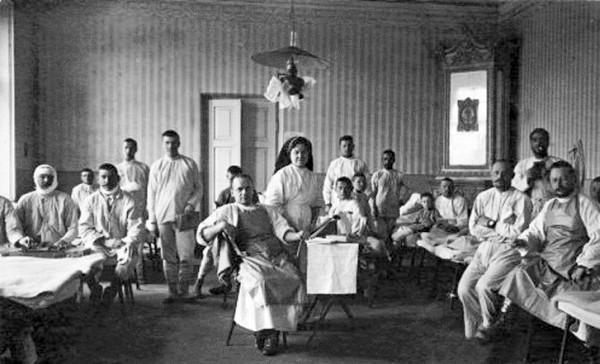 Медичний персонал і пацієнти земської лікарні. 1916 р.