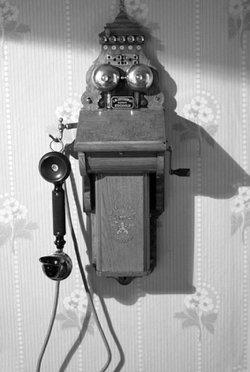 Один із перших телефонних апаратів
