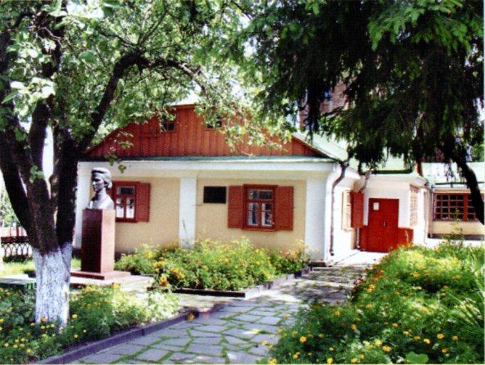 Будинок Окружка, в якому в 1870–71 роках мешкала родина Косачів. Сучасне фото