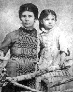 О.П.Драгоманова-Косач з донькою Ольгою. Фото 1880-х років