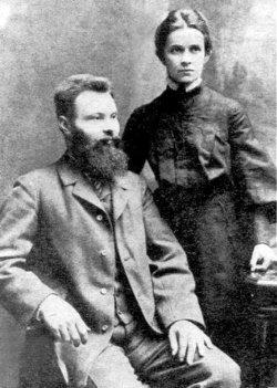 Ольга Косач-Кривинюк з чоловіком Михайлом. Фото 1905–06 років