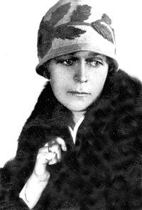 Фото Ізидори Косач-Борисової, яке вона подарувала делегації вчителів і учнів школи №1 у 1941 році