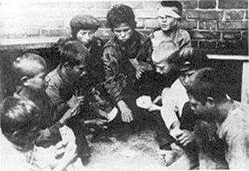Безпритульні діти. Фото початку 1920-х років