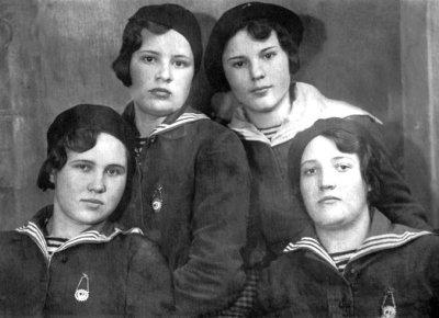 Учениці новоград-волинської школи медичних сестер. Фото 1937 року