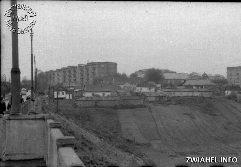 Вид з мосту на новобудови району Світанок
