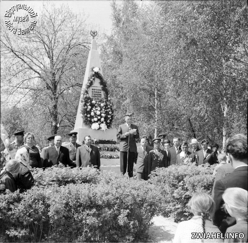 Урочистості на військово-меморіальному цвинтарі до Дня Перемоги