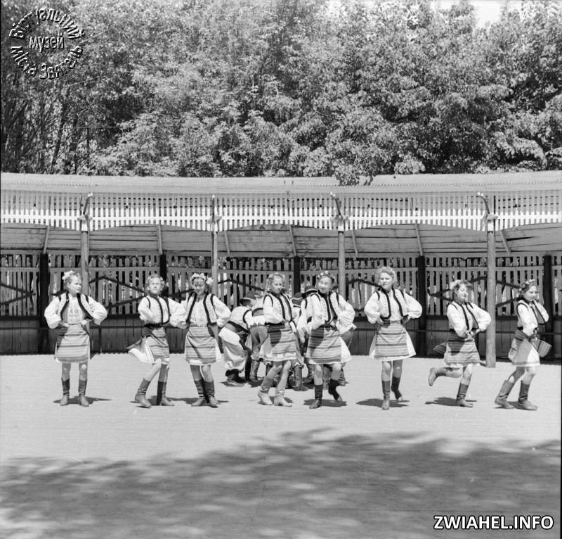 Будинок піонерів: танці на літньому танцмайданчику
