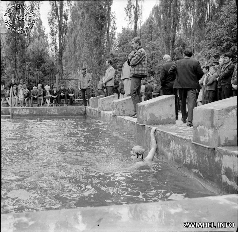"""Змагання по плаванню в басейні у """"Морському"""""""