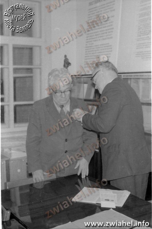 Школа №5: вручення медалей (1976 рік)