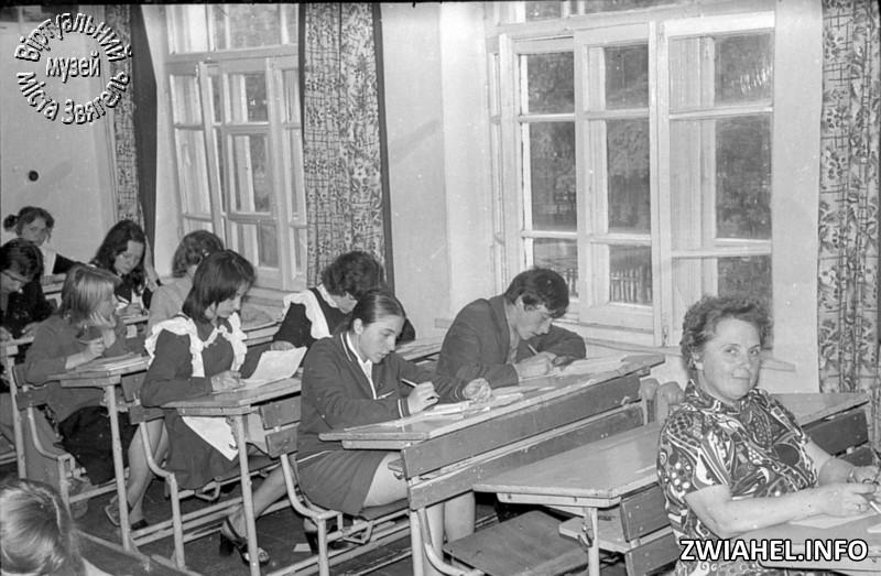 Школа №5: екзаменаційний твір з російської літератури, 10-В клас