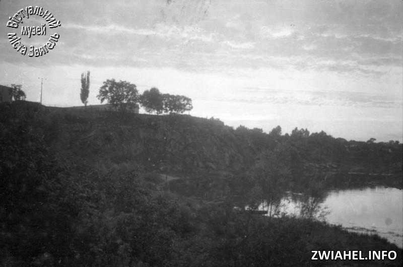 Вид на замковий пагорб з берега Случі