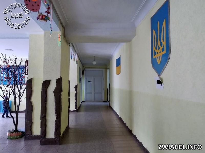 Школа №5: коридор на першому поверсі